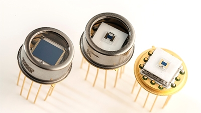 Thermoelectrically cooled PbS and PbSe detectors